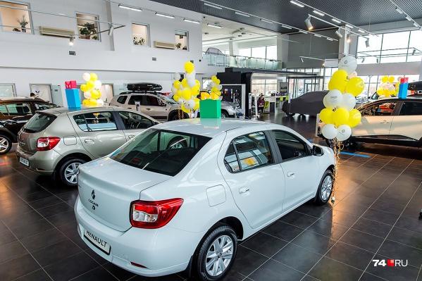 Стоимость автомобилей скорректировали почти все производители: например, Renault поднял цены на 2–2,5%