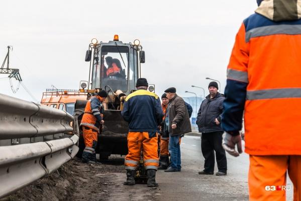 Рабочие готовятся к сезону ремонта дорог