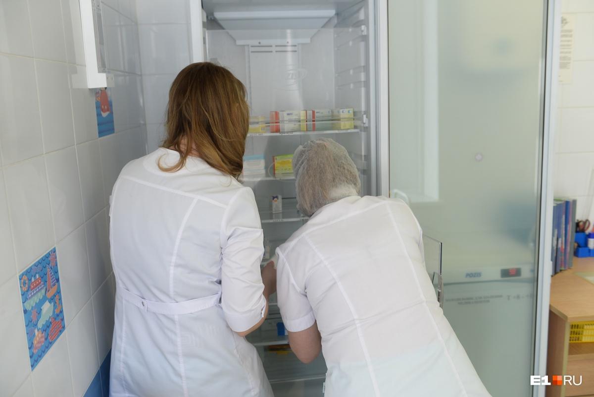 Жесткие условия хранения препаратов — это залог того, что никаких последствий после введения вакцины не будет
