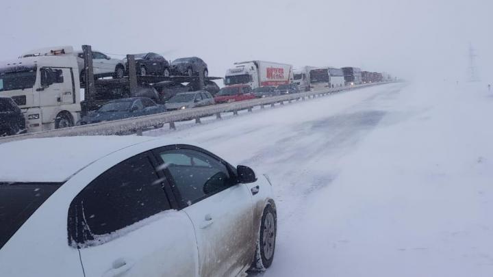 В Ростовской области на трассе М-4 «Дон» образовалась пробка в 30 километров