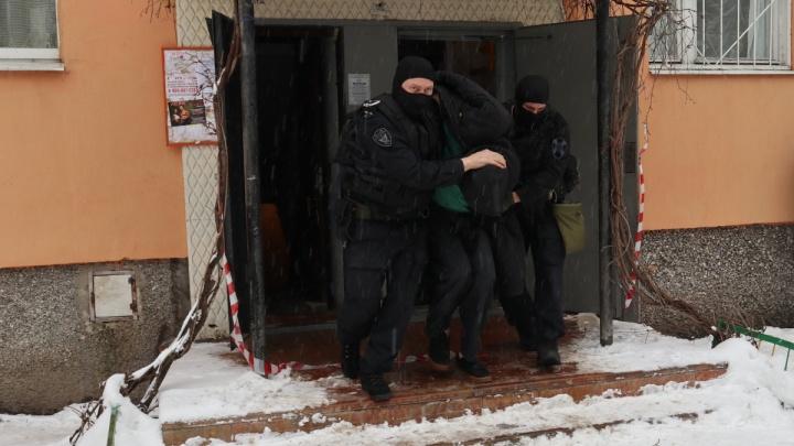 ОМОН на каждом углу и толпы эвакуированных: как задерживали подозреваемого взрывника в Сормове