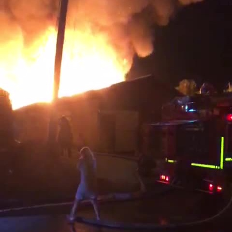 Из домов самостоятельно эвакуировались 15 человек, среди них двое детей