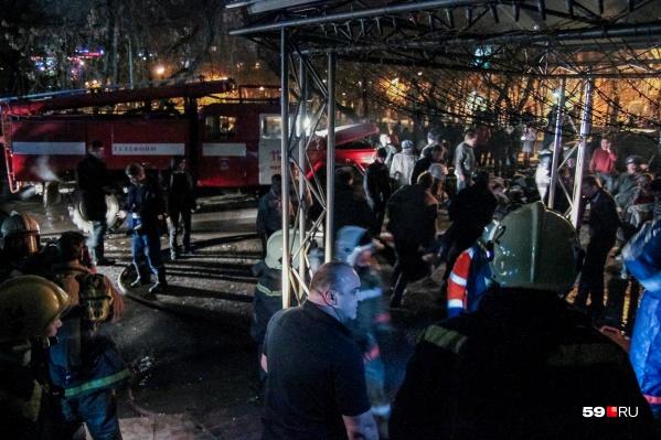 В ту ночь по тревоге подняли многих пожарных Перми