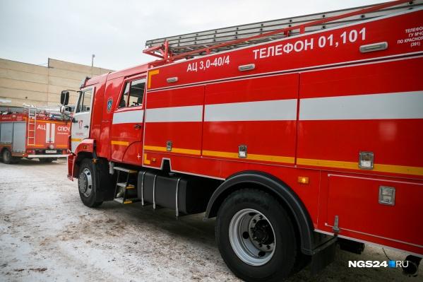 На тушение пожара выезжали 8 автомобилей