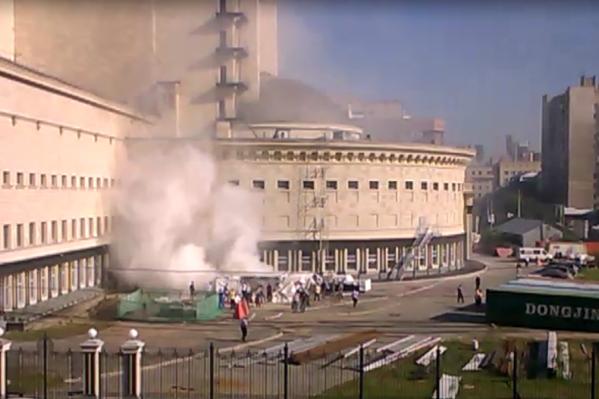 Пожар за оперным театром начался около половины десятого утра