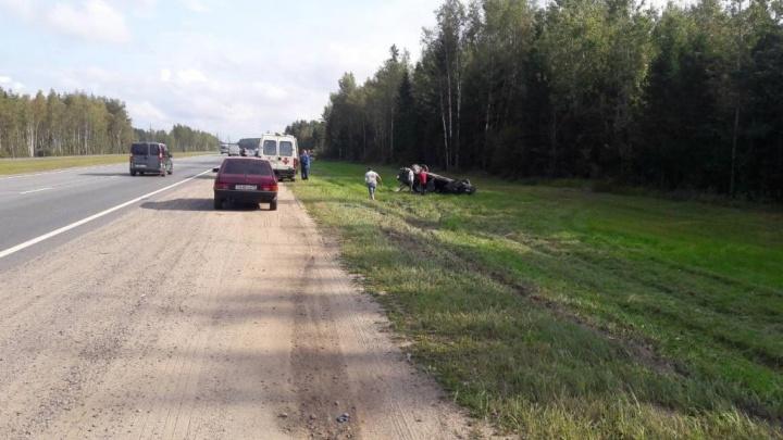 Пострадал из-за чужой ошибки: в Ярославской области иномарка вылетела в кювет