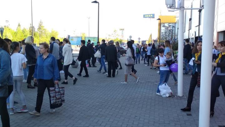 В Уфе эвакуируют посетителей ТЦ «Мега»: из магазина вывели 500 человек