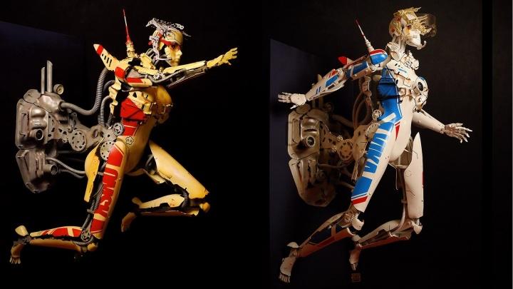 Омич собрал разноцветных роботесс с человеческий рост и модель реактивного ранца