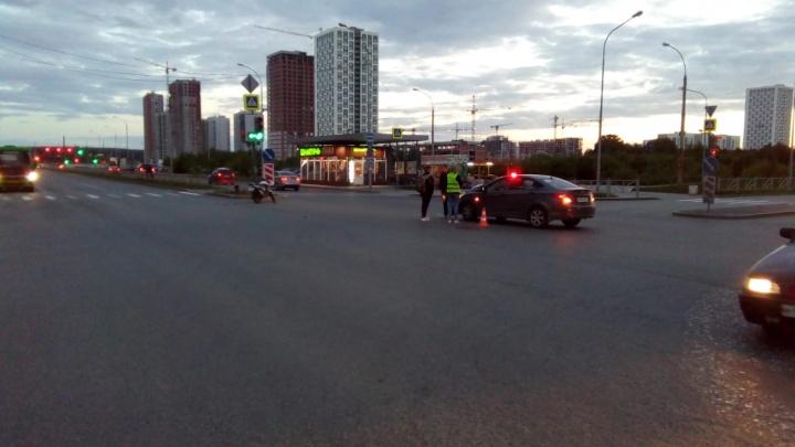 В Академическом подросток на мотоцикле врезался в Hyundai