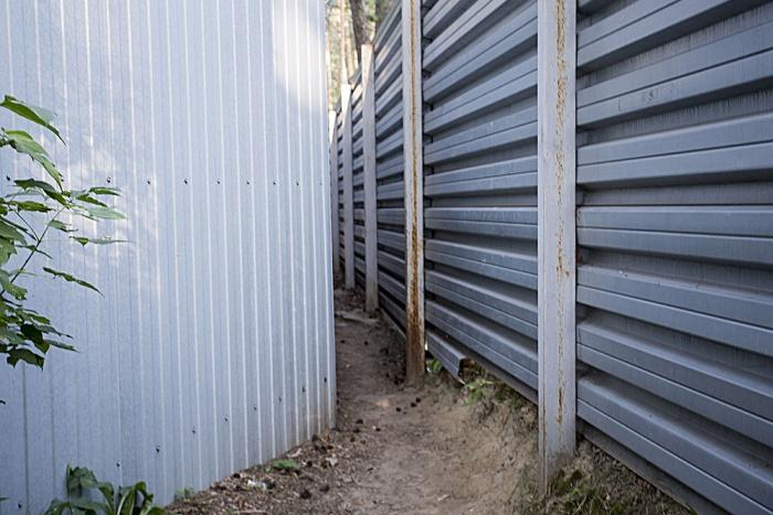 ТСЖ уже заставляли снести забор, но они построили его снова