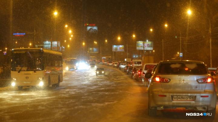 Мокрые дороги стали причиной 9-балльных пробок в Красноярске