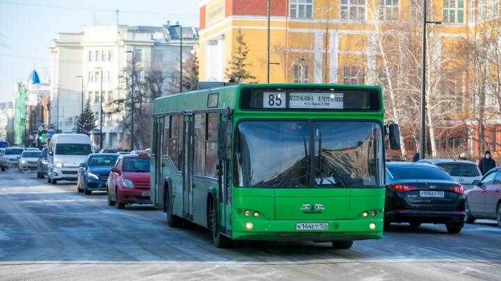 Во всем общественном транспорте Красноярска ввели бесконтактную оплату мобильным приложением