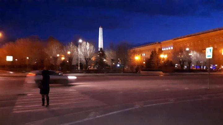 «Дорожные умельцы, вы смертей ждете?»: в центре Волгограда стирается скандальная разметка