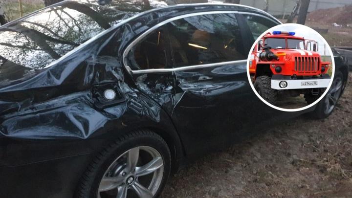 Тюменец, в чей BMW врезались пожарные, собрался судиться. Разбираемся с юристом, кто виноват в ДТП