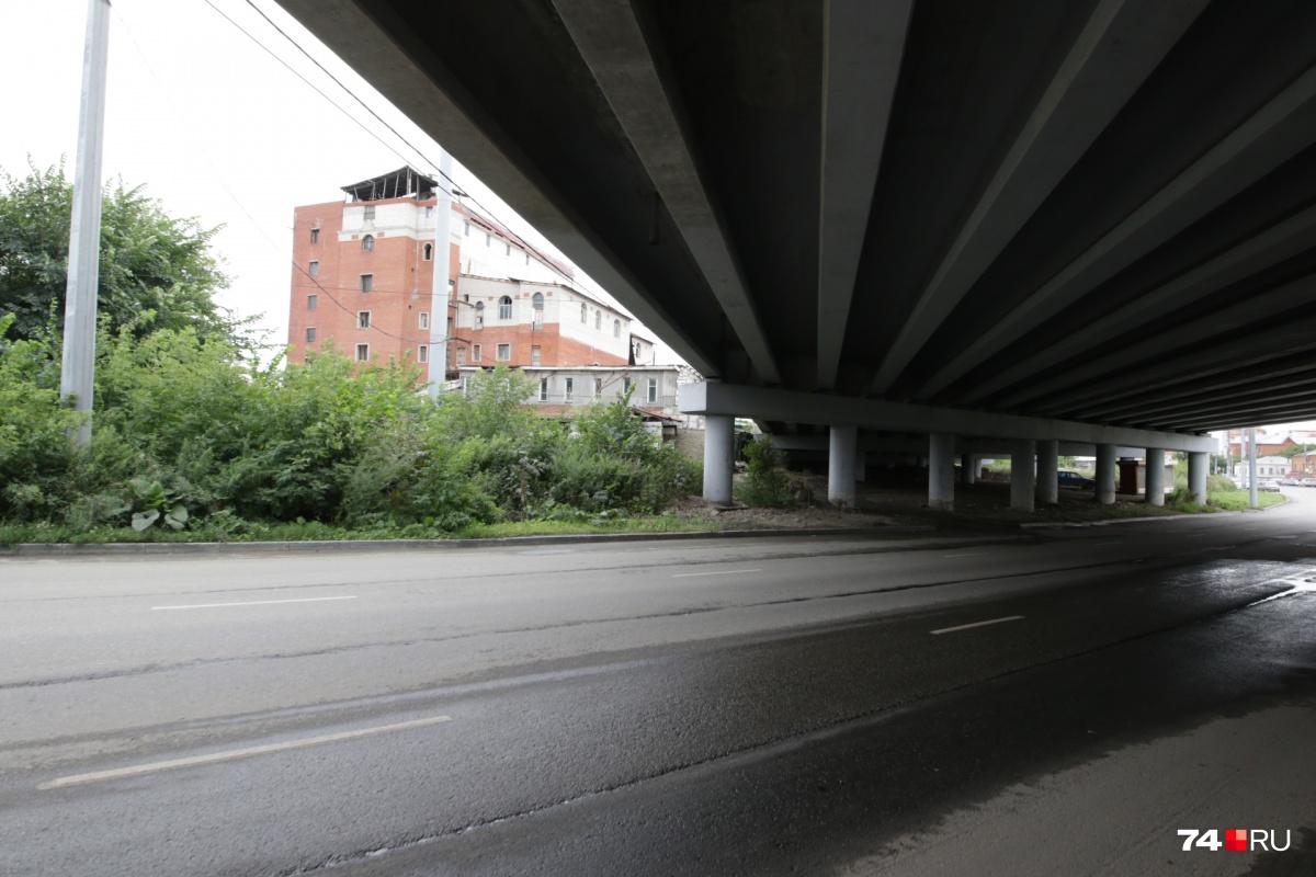 Дорога пройдёт под мостом и выйдет к перекрёстку Красноармейской и Миасской