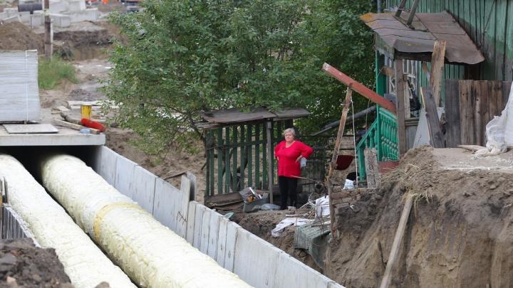 Новую теплотрассу достроили на бывших огородах Волочаевской. Потерю урожая возместили картошкой