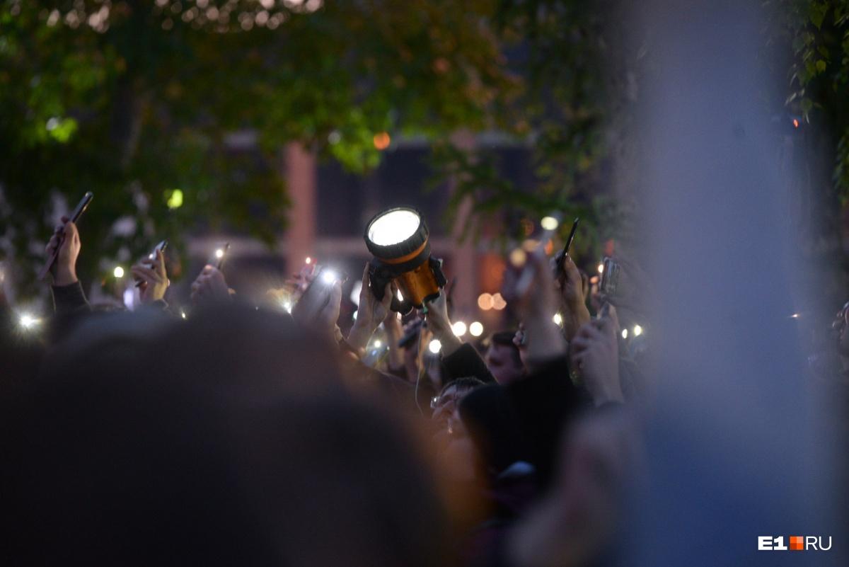 Кто-то взял с собой мощные фонари