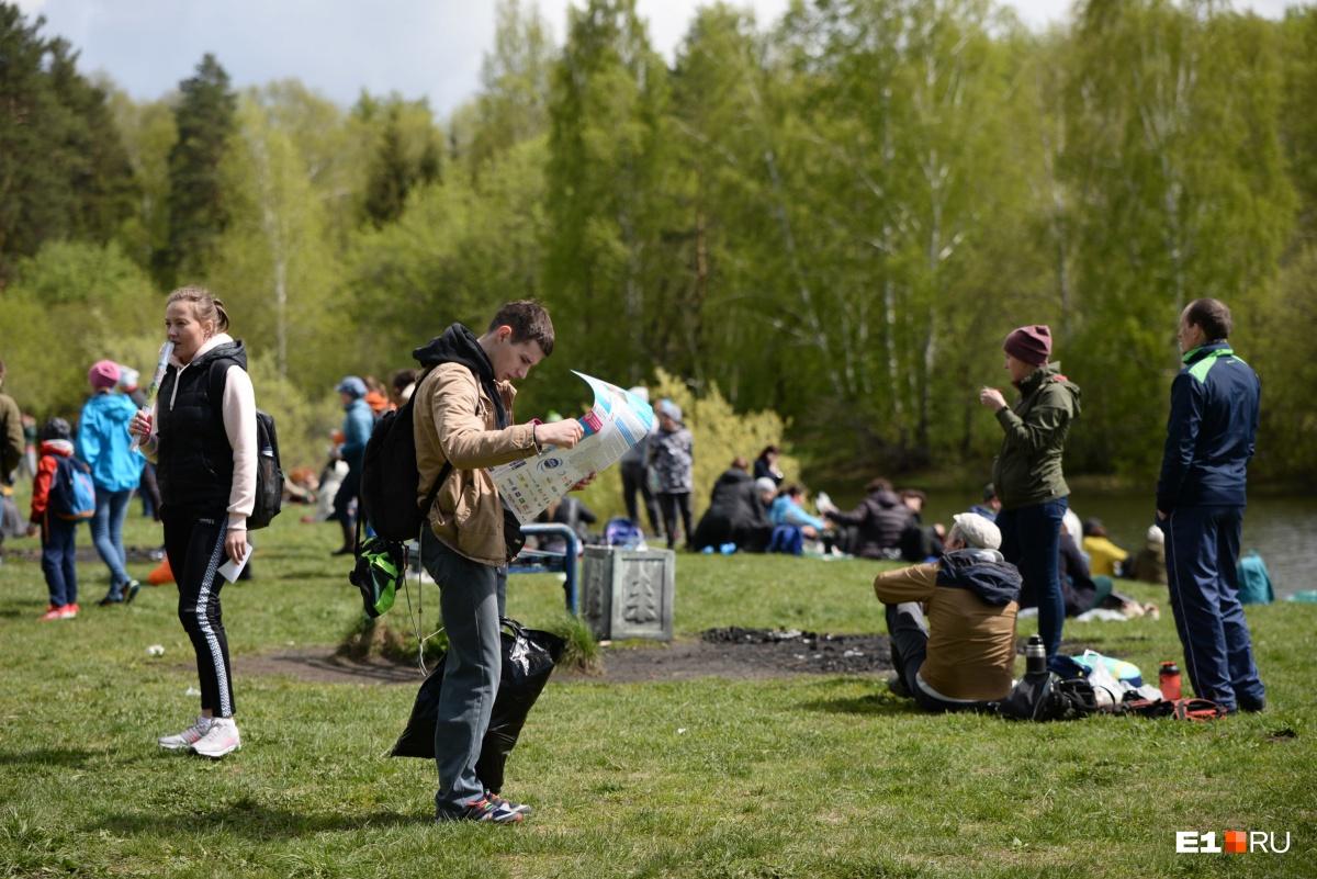 Участники «Майской прогулки» собрали по пути несколько тонн мусора и высадили 500 саженцев