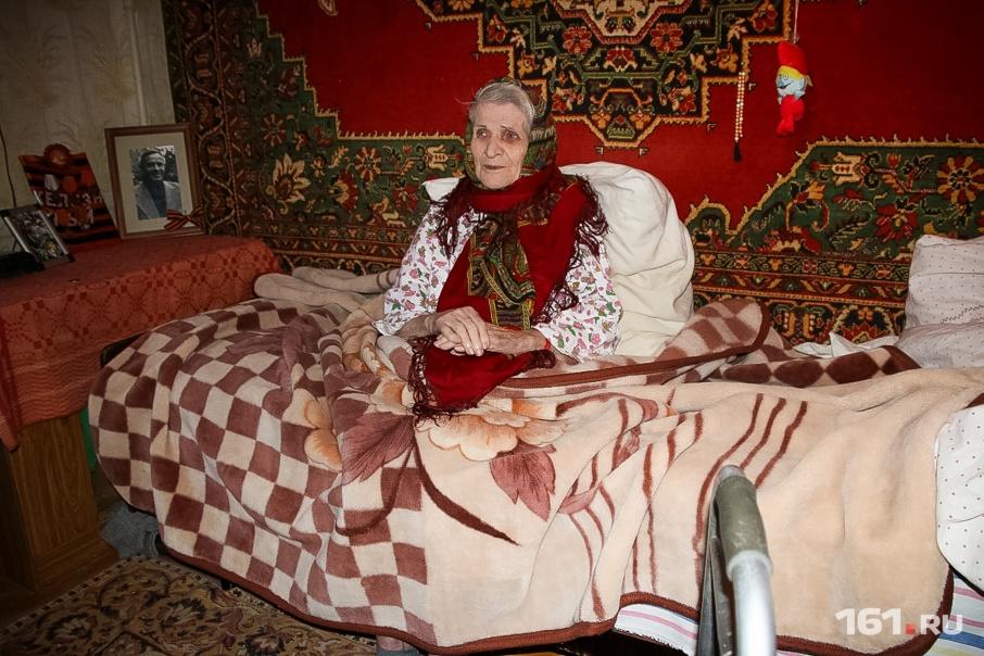 Анна Степановна Воронина сейчас практически не встает с кровати