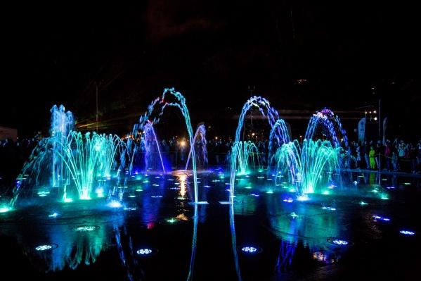 Фонтан стоимостью около 140 миллионов рублей открыли на прошлой неделе в Центральном парке Новосибирска&nbsp;<br>