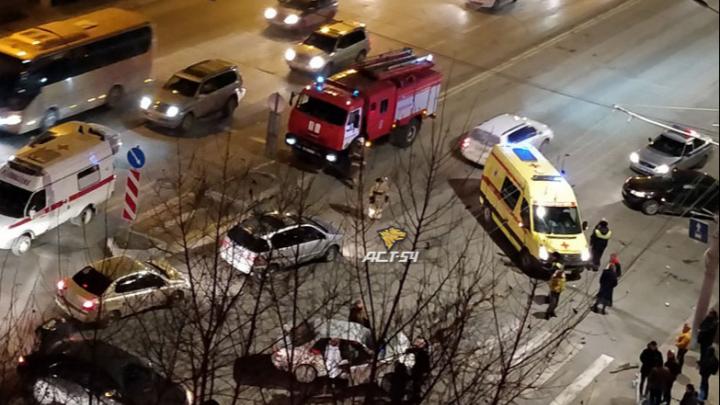 Машины разбросало в разные стороны, одна вылетела на пешеходный переход: ДТП в Ленинском районе