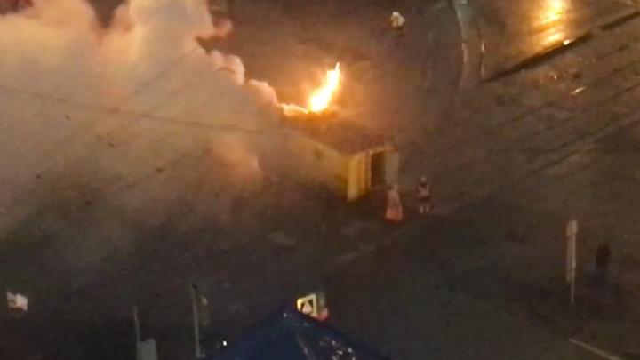 На перекрестке Радищева и Московской загорелась машина спецтехники