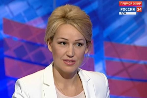 На телевидении она вела программу«Вечер в большом городе»