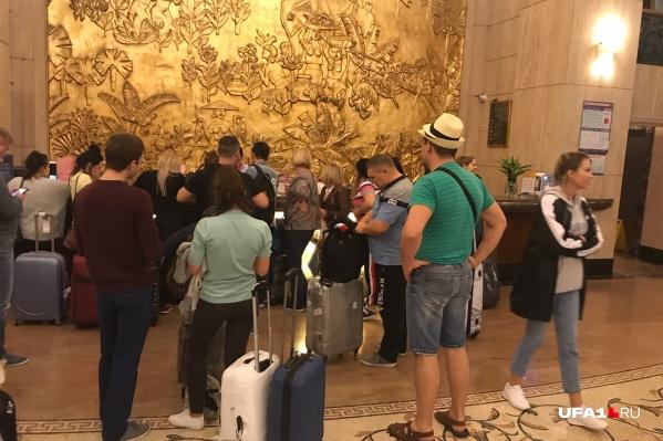 Туристы не знают, как им теперь добраться до России