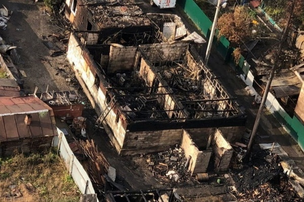 Огонь спалил дотла всё здание центра и ещё несколько частных домов вокруг