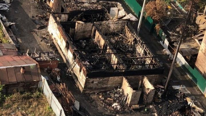 Гидранты не сработали: на Сухарной сгорел центр помощи погорельцам. Он продолжит собирать вещи