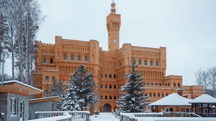 Цену на шикарный «итальянский» замок с башней в Верхней Пышме скинули на 80 миллионов рублей