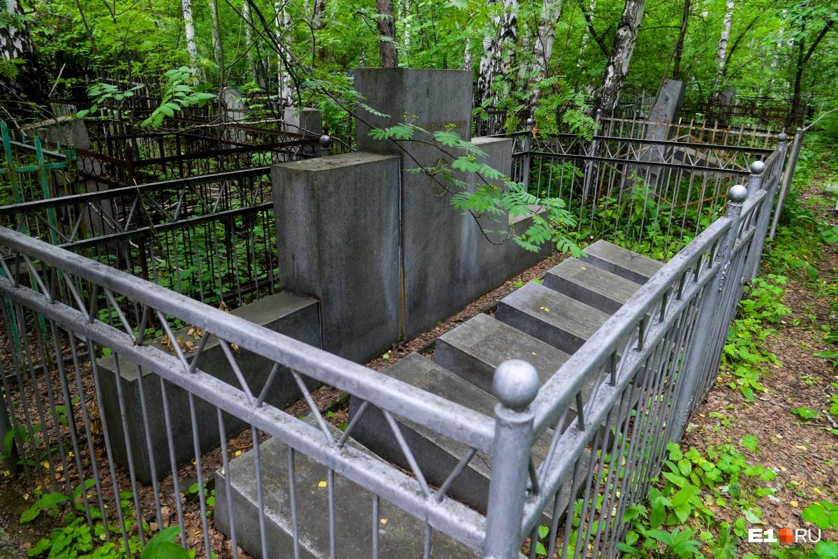 Мемориал жертвам одного из самых крупных массовых убийств в истории Свердловской области