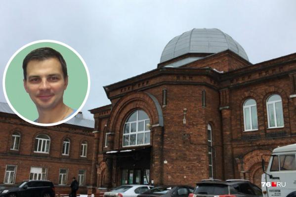 В 1998 году Дмитрий Завьялов окончил Ярославскую государственную медицинскую академию по специальности «лечебное дело»