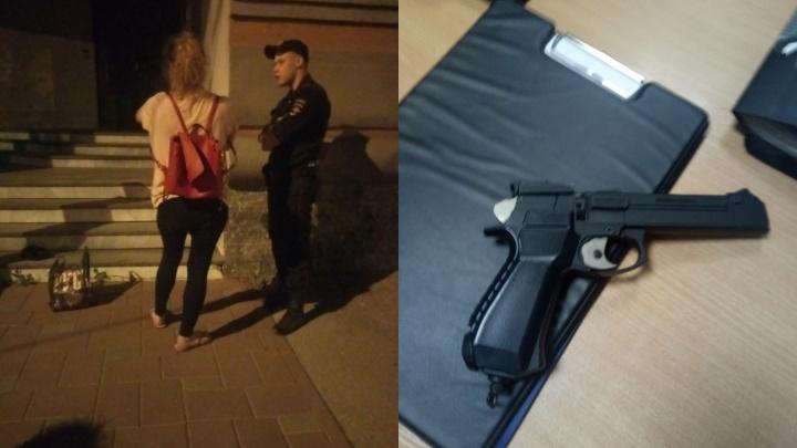 «Стреляла по собакам и по людям»: в центре Самары задержали женщину с пистолетом