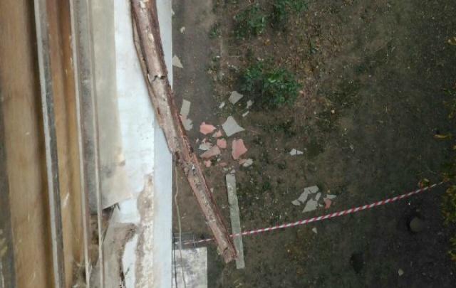 Управляющая компания отказалась ремонтировать аварийную лоджию на Королева