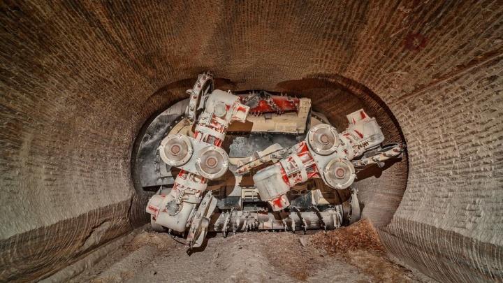 Подземные гиганты: в руднике Гремячинского ГОКа идет монтаж третьего проходческого комбайна