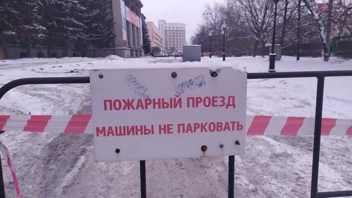 Перед УрФУ на Ленина закрыли парковку из-за важного гостя с Кубы