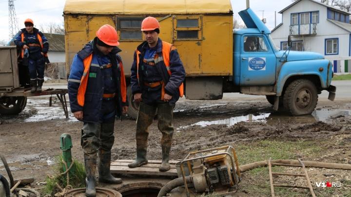 Не пахнут: директор коммунальной службы в Волгоградской области сколотил на канализации состояние