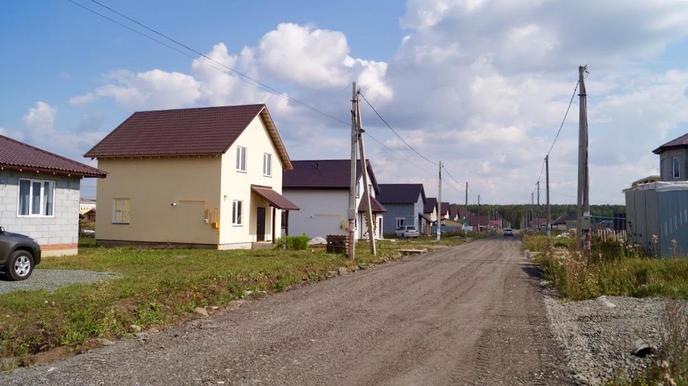 Улица Самоцветная в коттеджном поселке «Чистые Росы»