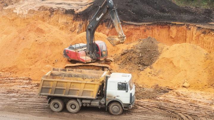 Из-за ремонта дороги жители пяти сел Макушинского района остались без связи