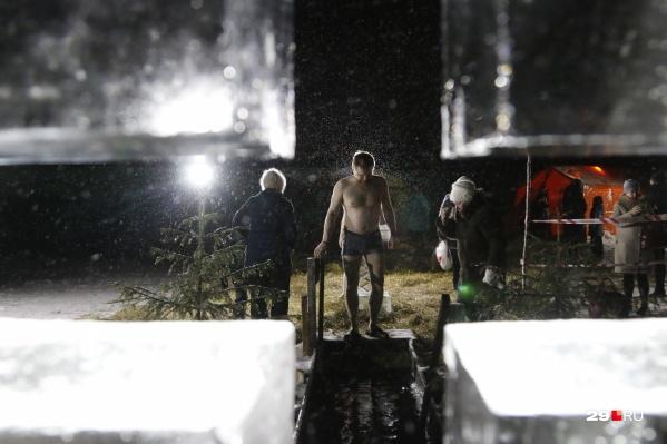 В некоторых местах Архангельской области купания идут до 7 утра