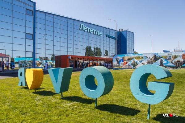 Знаменитая надпись в аэропорту «Лететле» уже стала негласным названием воздушной гавани