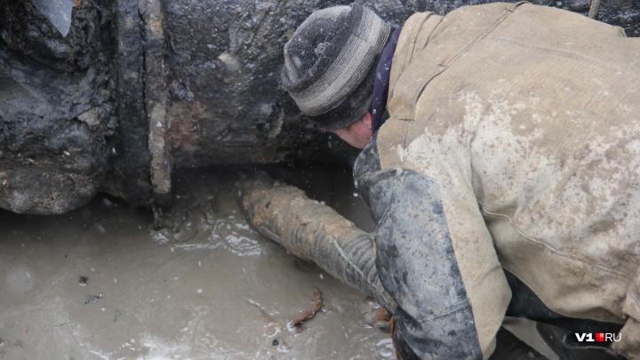 «Откачали десять цистерн воды»: в ледяные дома Красноармейского района Волгограда вернули отопление