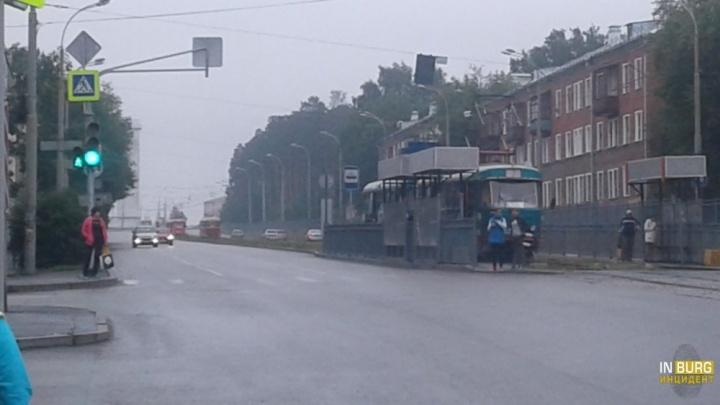 На Уралмашеиз-за отключения света встали трамваи