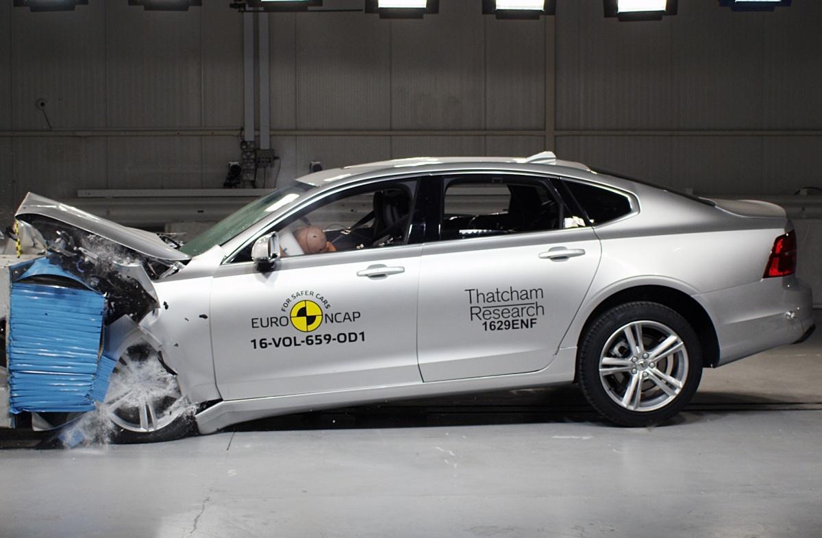 Эксперты составили рейтинг самых безопасных авто