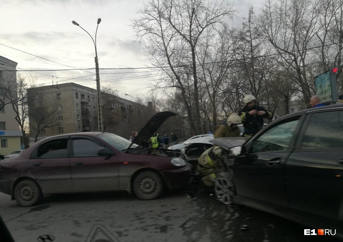 В ДТП попали четыре машины