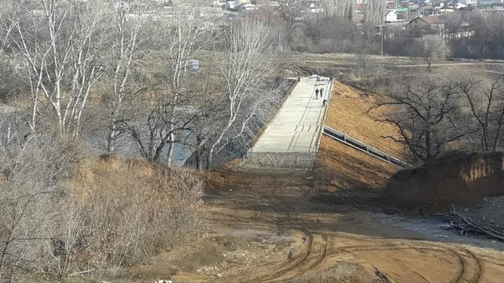 Под Волгоградом восстановили плотину на пруду в поселке Царицын