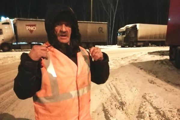 Александра Васильевича копейский автомобилист встретил вечером 18 февраля на трассе