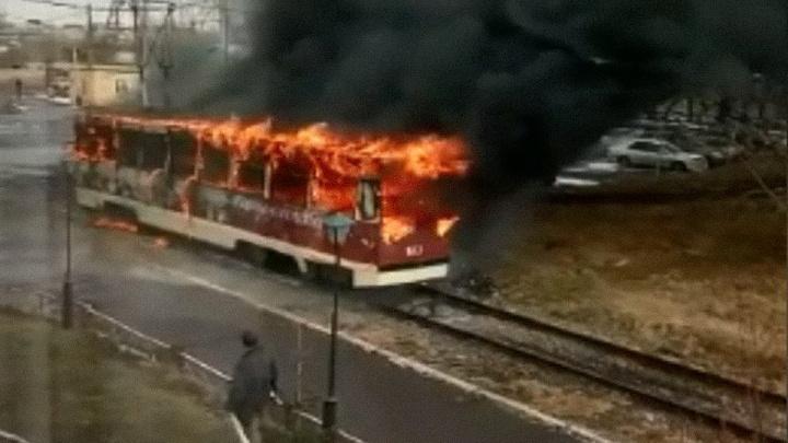 В депо на 60 лет Октября вспыхнул стоящий трамвай