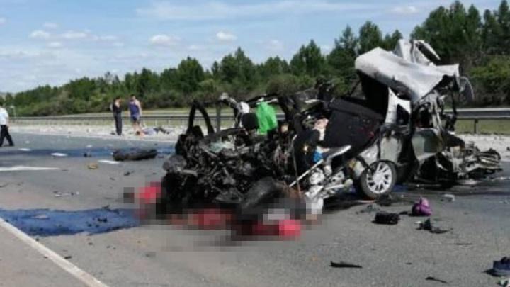 В машине были дети: на М-5 в Самарской области КАМАЗ размазал «Гранту» по дороге